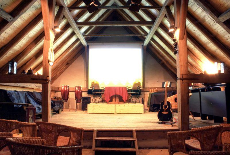 EVENTbühne – 105qm – 100 Personen